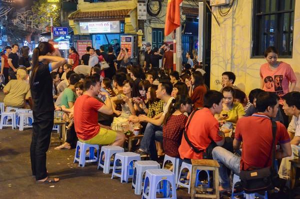 10 phố ẩm thực nổi tiếng của Hà Nội