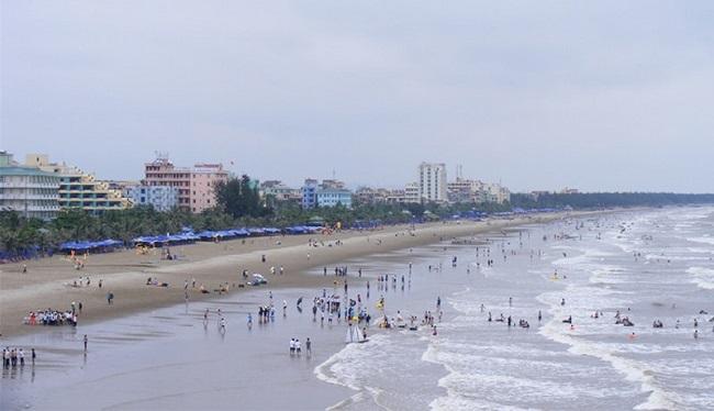 Biển Hải Tiến luôn thu hút du khách mỗi năm