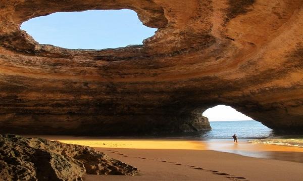 Những hang động, vách đá tuyệt đẹp tại Quảng Bình